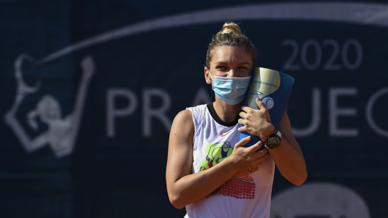 """Champion chat: """"Smiling all the way"""", Halep leaves Prague with big joy"""