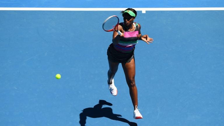 Sloane Stephens wins her first Australian Open match since 2014