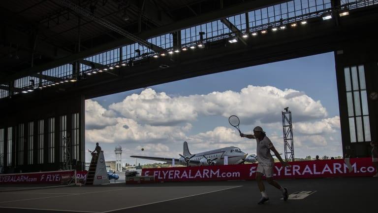 Airport tennis in Berlin: Sevastova in full flight; Sinner lifts off
