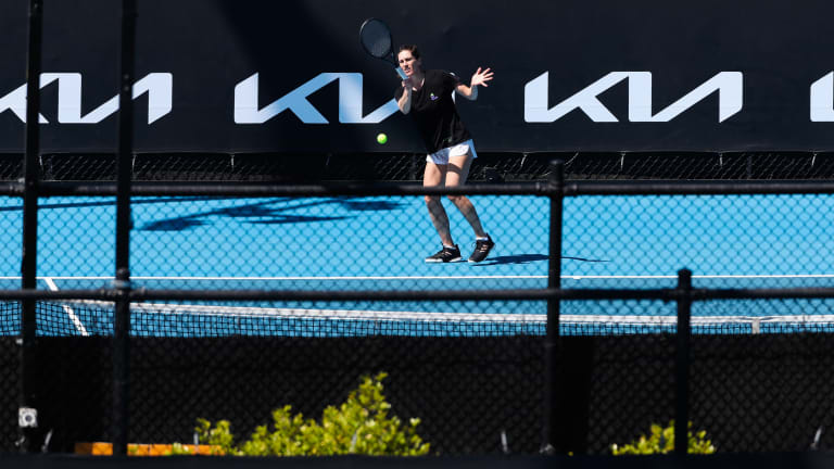 Top 5 Photos 1/20:  Swiatek hits the court in Melbourne