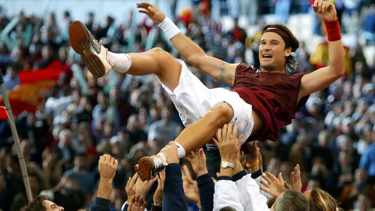 In 2004, Carlos Moya clinched the Davis Cup trophy for Spain in Seville after contributing his second singles win of the tie with his straight-set win over Andy Roddick.