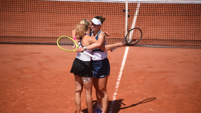 Krejcikova and Siniakova will aim to win their third major title as a pair on Saturday (FFT Media).