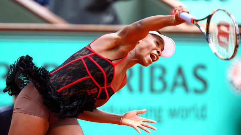 Venus Williams serves at the 2010 edition of Roland Garros
