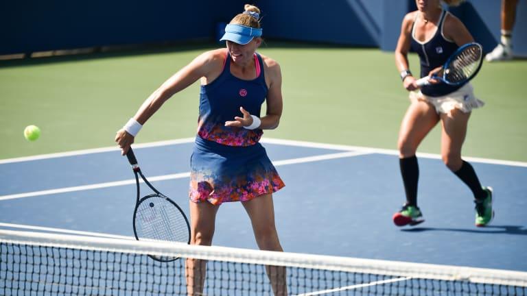 Mother Plays Best: Joyful Azarenka, motivated Serena to meet in semis