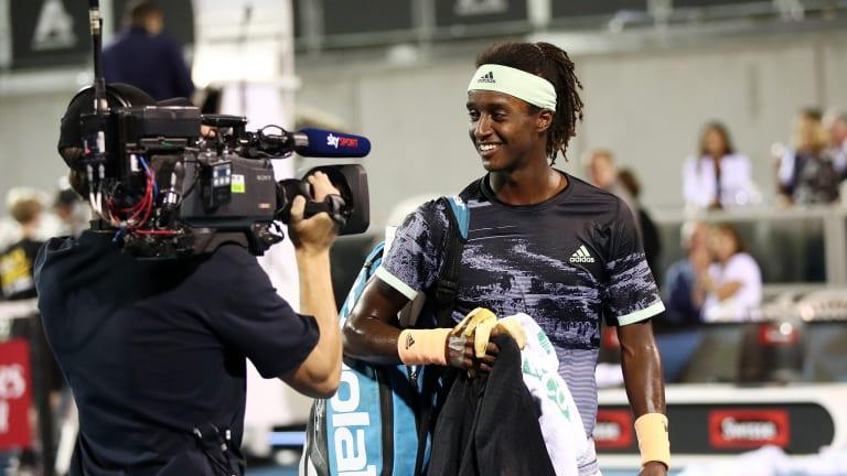Top 5 Photos 1/13: Federer preps for Australian Open