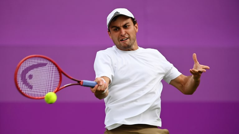 The Russian moved past Alejandro Tabilo, 3-6, 6-4, 6-2, and will face Cameron Norrie in Queen's Club's second round.