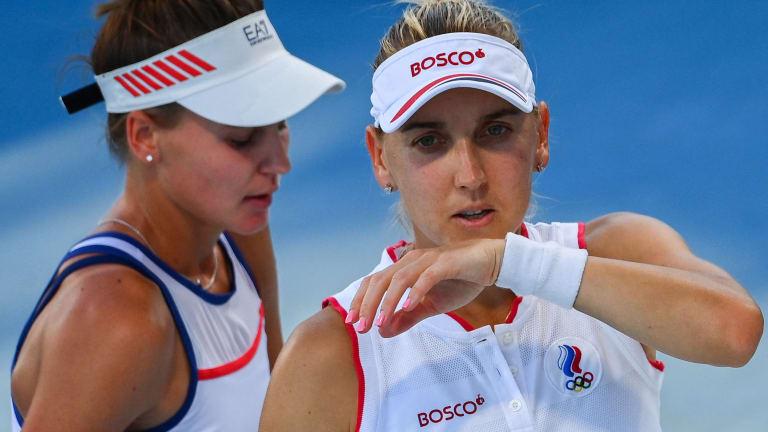 Russia's Elena Vesnina (R) and Veronika Kudermetova at the Tokyo Olympics